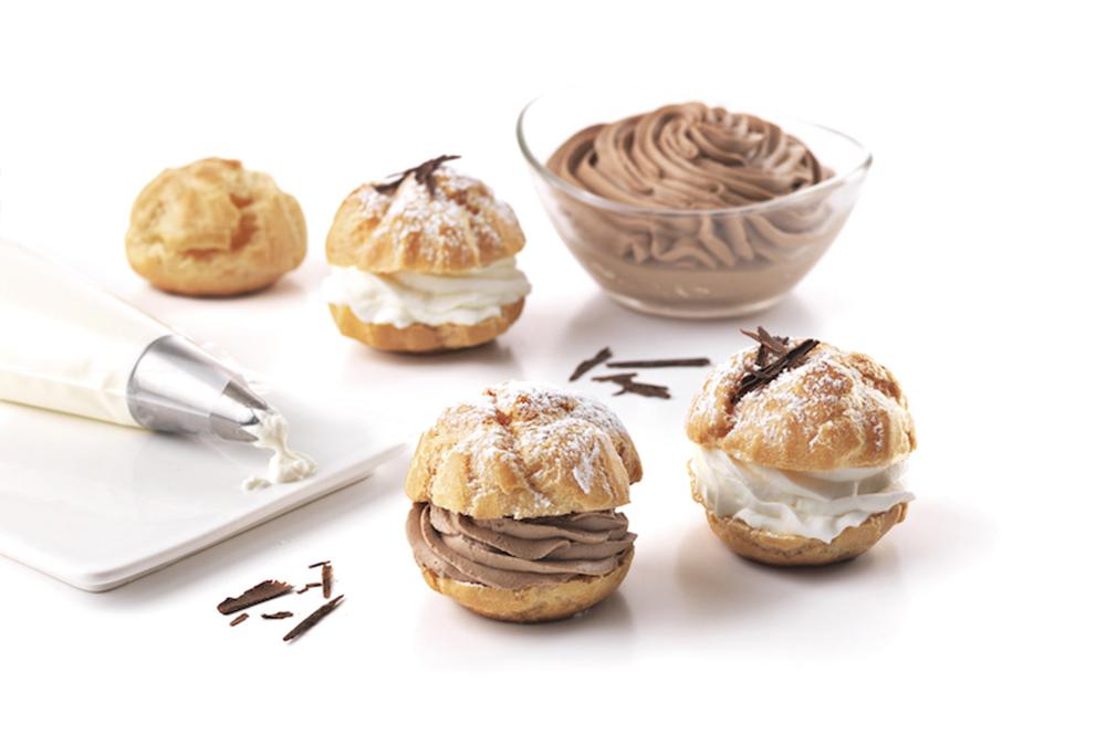 Choux à la crème Chantilly et à la truffe