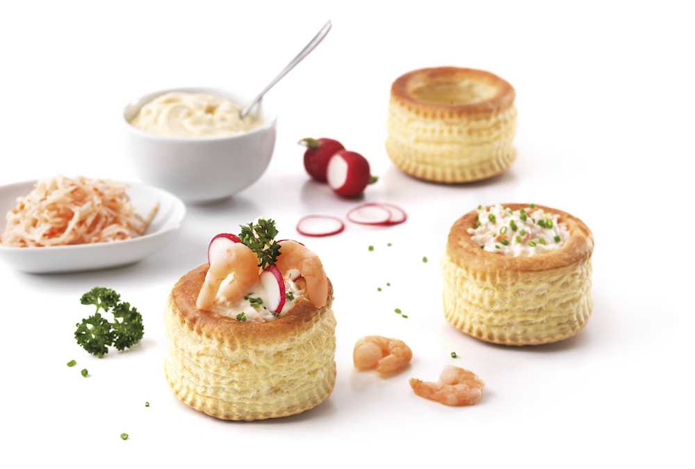 Vol-au-vents filled with surimi, mayonnaise, shrimps and radishes